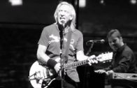 "Glenn Frey Introduces Joe Walsh – The Eagles ""Life's Been Good To Me"" Live 1/15/14"